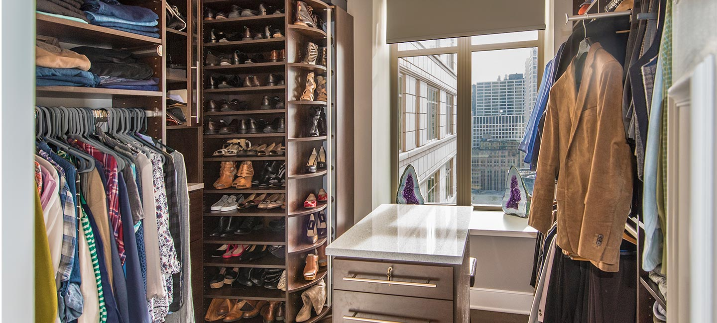 Shoe Closet with 360 Organizer Shoe Spinner in Cocoa laminate