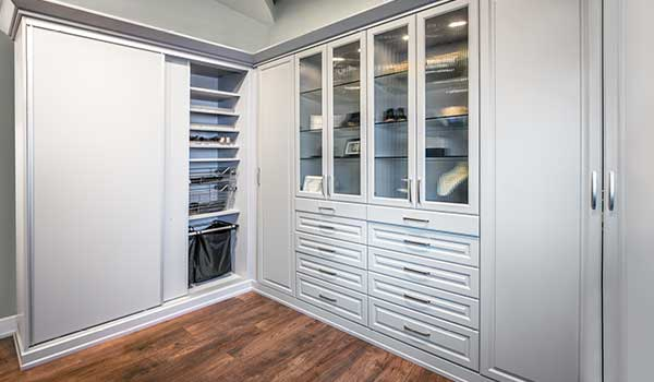 Wardrobe closet with 3 types of doors