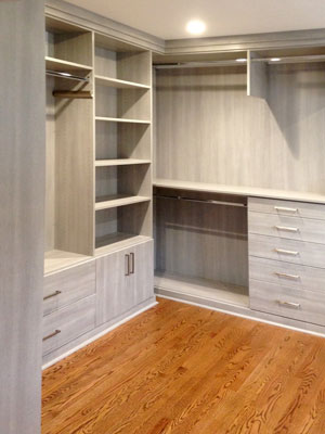 river rock custom walk-in closet with valet rod