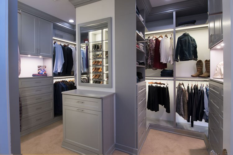 Walk-in closet organization system with custom LED lighting system