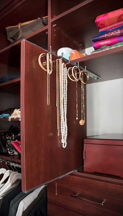 Vertical pull out jewelry organizer for necklaces and bracelets