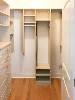 Summer breeze walk in closet with pull-out mirror